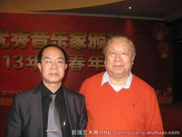 与《光荣啊中国共青团》作曲雷雨声老师合影